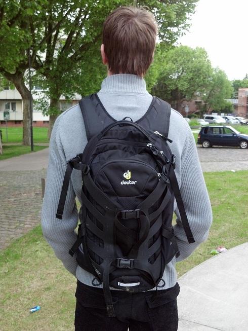 langlebig im einsatz näher an suchen Test Evoc Fr Trail gegen Deuter Attack 20